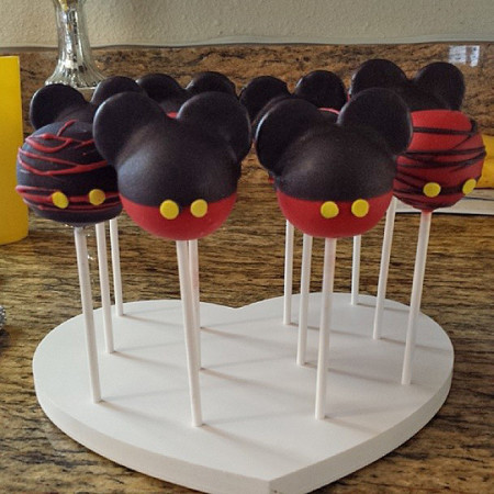 Cake Pops by Angelica Maciel in Heart Cake Pop Stand